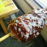 カクキュー - 料理写真:八丁味噌ダレで食べる串カツ。味わい濃厚で、カツの旨みを相乗効果で引き上げますね。