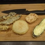 ホルモン天ぷら まめすけ - 天ぷら(ビチ、タチギモ、ヤオギモ、れんこん、玉ねぎ、なす)