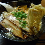 七重の味の店 めじろ - 自家製麺は「細ストレート麺」