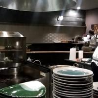 雨云-【2018.10.10(水)】円形カウンター席の中にある厨房