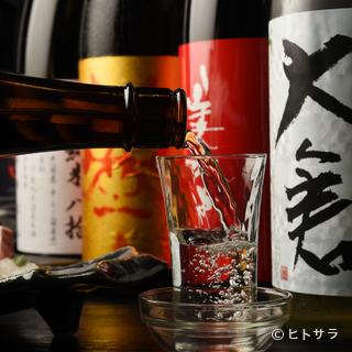 季節に応じて変わる日本酒に、今宵も上機嫌の客人たち