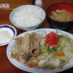 味よし - 料理写真:野菜炒めに豚生姜焼き定食580円