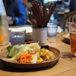 デイズ キッチン - サラダバーで調達したサラダ…見た目にも綺麗な彩り