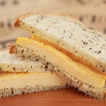 Cafe Banimatar - モロヘイヤと12種の雑穀パンの京風出汁巻サンド