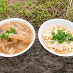 谷川製麺所 - 左:いつものシッポク 右:夏季限定(かな?)のヒヤカケ