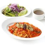 【2】カキとニンニク、トマトのパスタ