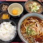 谷川岳パーキングエリア(上り線) スナックコーナー - もつ煮うどんセット 880円