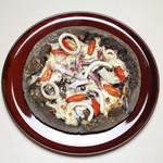 Trattoria La Cenro - 料理写真:イカ墨を練り込んだブラックピッツァ