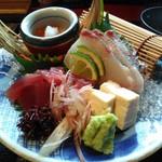 八代目儀兵衛 - 季節のお造り銀シャリ御膳です♪黄色いのは湯葉豆腐です。これも美味しかった\(^o^)/