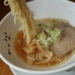 中華そば いっぱ - こちらの麺も全粒粉入り、麺の風味が美味しい