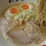 中華そば いっぱ - 麺は全粒粉入り、プチプチした食感