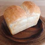 ハチイチベーカリー - 山型食パン 1本 @290円