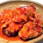 赤い鶏のから揚げ