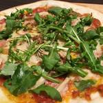 スパイシーポークペパロニとキノコのミートソースピザ