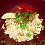海老と鶏挽き肉のエスニック和え麺