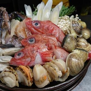 活きの良い鮪を豪快に!冬は「海鮮鍋」でポカポカに!