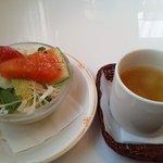 9439677 - ランチのサラダとスープ