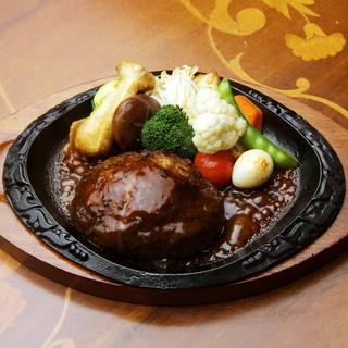 肉汁いっぱい!鉄板黒毛和牛ハンバーグ(デミグラスソース)