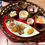 94393059 - 色とりどりの珍しい大和野菜を使用した前菜。