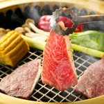 いが本舗 - 料理写真:炭火で厳選の和牛肉をジュージュー