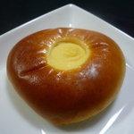 ヒロの石窯パン工房 麦蔵  - 料理写真:☆クリームパン…艶ってしたタイプですね~☆