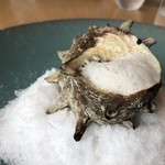 L'eau Blanche - *サザエは昆布出汁で煮てありますので柔らかく、刻んだ肝や黒ニンニクなどの味わいもよく美味しい。