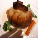 94405591 - 熱々の真鯛のパイ包み焼きが美味しくて!                       付け合わせのお野菜もシャキシャキで美味しい。