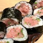 近畿大学水産研究所 - 近大マグロネギトロ巻き寿司