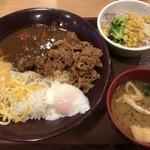 すき家 - デラックスカレー サラダセット 1110円