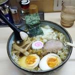 いつみ屋 - 料理写真:わんたんめん玉子入り850円