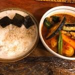 らっきょ&Star - ごはんの上には海苔!カレーには野菜たっぷり!