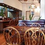 グルメ - 旧き良き時代の洋食屋さんを彷彿とさせる店内。