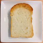 ハチイチベーカリー - 山型食パン 1本 @290円 トーストすると耳のカリッとした香ばしさが際立ちます。