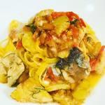 ピッツァリーナ - 秋刀魚、イタリアン茄子、トマトの手打ちタヤリン