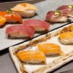 94437881 - 寿司 (サーモン、マグロ、鰹)