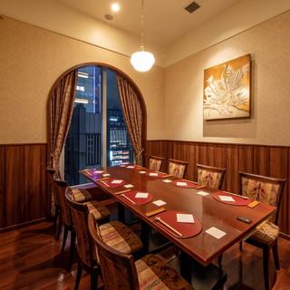 【完全個室】クラシックホテルを模した、煌びやかで上質な個室