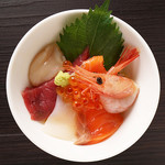 1、銀鱗名物!海鮮丼