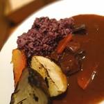 94443764 - 根野菜と牛タンを赤ワインでしっかり煮込んだとろとろシチューと産直有機の焼き野菜