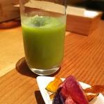 94443777 - 旬の野菜チップス、フレッシュ野菜ジュース