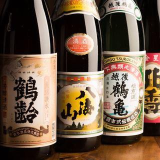 新潟全土の酒蔵、計89蔵の地酒が約100種勢揃い!