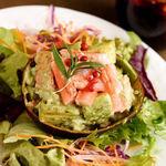 蟹とアボカドのバジル風味サラダ