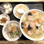 上海料理 随苑 - 海老野菜タンメン+半チャーハン(650円)