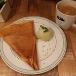 gelato pique cafe bio concept - エシレバターのクレープとピスタチオジェラートとコーヒー