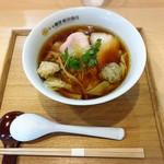 94454022 - わんたん入り醤油らぁ麺(全景)