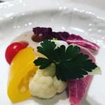 ステーキ オクソン - 有機野菜サラダ 温かいバーニャカウダソースで