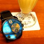 94456624 - ディーゼルの腕時計と一緒に。