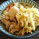 玉喜亭 - 肉天うどんに煮玉子をトッピング アップ