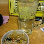 大都会 - 100円小鉢(炒りどうふ)とチューハイ