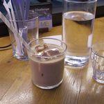 METoA Cafe & Kitchen - カフェラテトマトと水牛モッツァレラのカプレーゼ