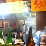 居酒屋 一ノ蔵 - 厨房では秋刀魚を焼く煙がもくもくと